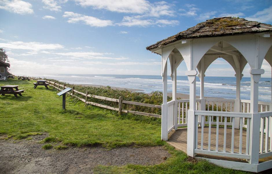 Enjoy the gazebo overlooking the ocean at Kalaloch Lodge