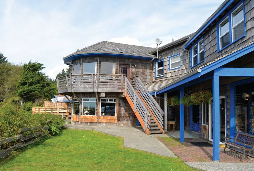 The main lodge at Kalaloch features comfortable rooms, gift shop, and the Creekside restaurant with a deck and perfect ocean views.
