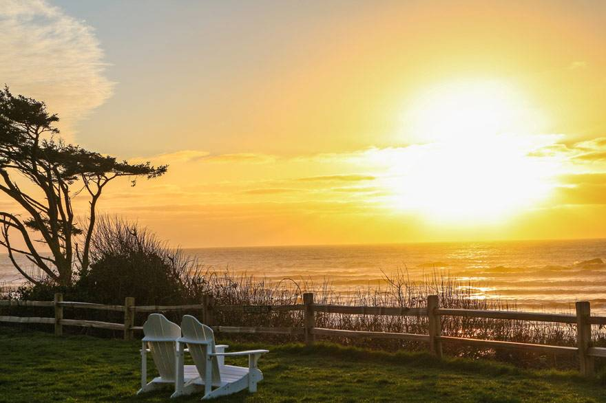 Enjoy sunset from the bluff at Kalaloch Lodge with a Go Green discount for alternative fuel arrivals. Your commitment to the environment should be rewarded.